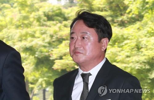 '상속주식 차명보유' 이웅열 전 코오롱회장 1심서 벌금 3억원