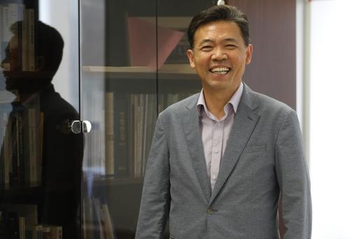 """[일문일답] 홍장표 """"日수출규제, 대기업 중심의 성장모델 반성 계기"""""""
