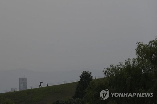 [오늘 날씨] 전국 구름 많고 곳곳 `비`…미세먼지 좋음