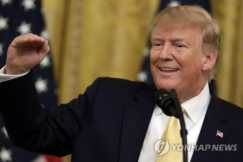 """트럼프 """"핵실험 하던 사람은 없어…날 만나 너무 행복해해"""""""