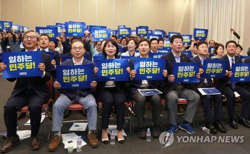 부산 민주당 선출직 공직자 대회…내년 총선 승리 다짐