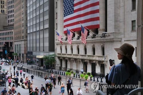 美증시 S&P500 이어 다우지수도 이정표…장중 첫 27000 돌파