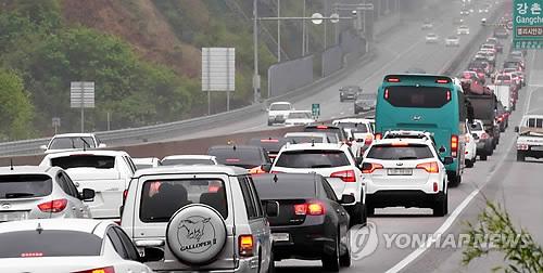 강원 동해안 92개 해수욕장 모두 개장…주말 26만명 '풍덩'(종합)