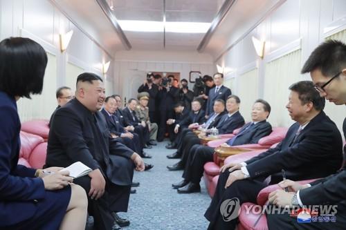 """北中 당 국제업무 책임자 회담…""""정상 뜻 이어 관계발전"""""""