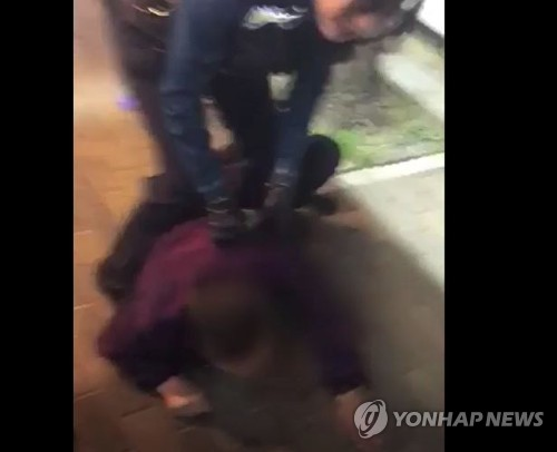 '대림동 여경 동영상' 경찰 뺨 때린 조선족, 1심서 집행유예