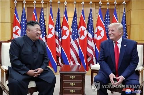 """바이든 """"트럼프, 金 띄워주고 얻은게 없어…사진찍기에 더 관심"""""""