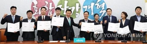 '난파위기' 바른미래號…혁신위 재가동·1차 혁신안 '옥신각신'