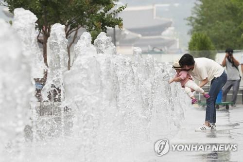 [날씨] 일요일 최고 30도 더위…소나기 오지만 야외활동 무난