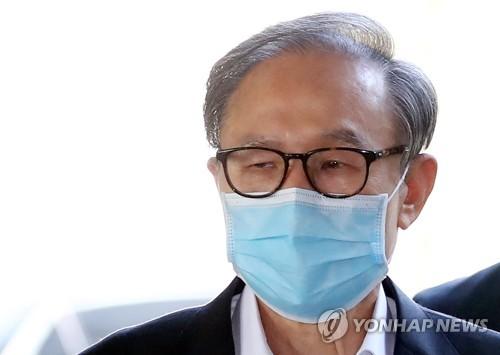 """검찰 """"MB 사건관계인 접촉 의심""""…MB """"품위상 있을 수 없는 일"""""""