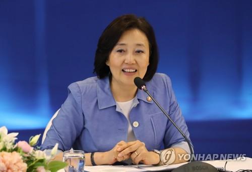 취임 100일 박영선 장관…중소기업 주도 제조혁신 이룰까