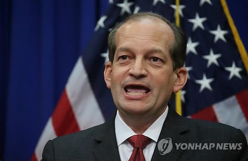 '성범죄 억만장자 봐주기 논란' 美노동장관 결국 사퇴(종합)