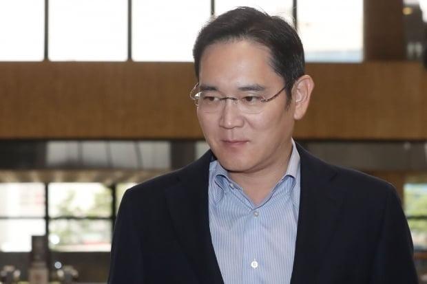 일본의 수출규제 조치에 대한 해법을 모색하기 위해 지난 7일부터 도쿄 출장 중인 이재용 삼성전자 부회장(사진)이 이날 일본 대형은행 관계자들을 만날 것으로 알려졌다. /연합뉴스