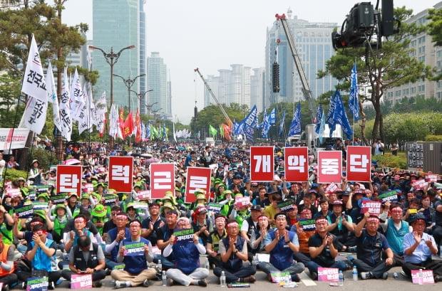[영상] 민주노총 7000명 국회 앞 집회…정치권 '노동 개악' 비판