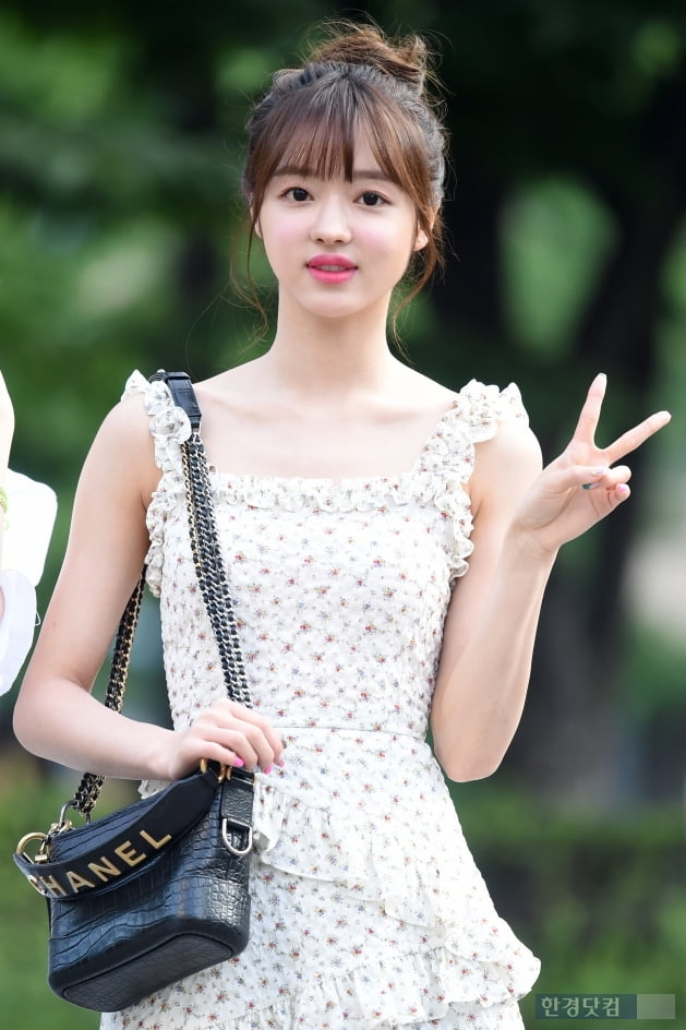 [포토] 오마이걸 유아, '사랑스러운 모습으로 브이~'
