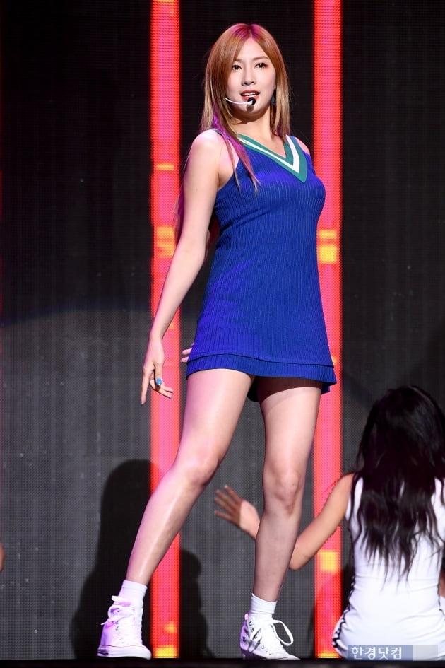 HK직캠 오하영, 에이핑크 막내에서 당당히 솔로로…'여신 막내'의 화려한 변신'