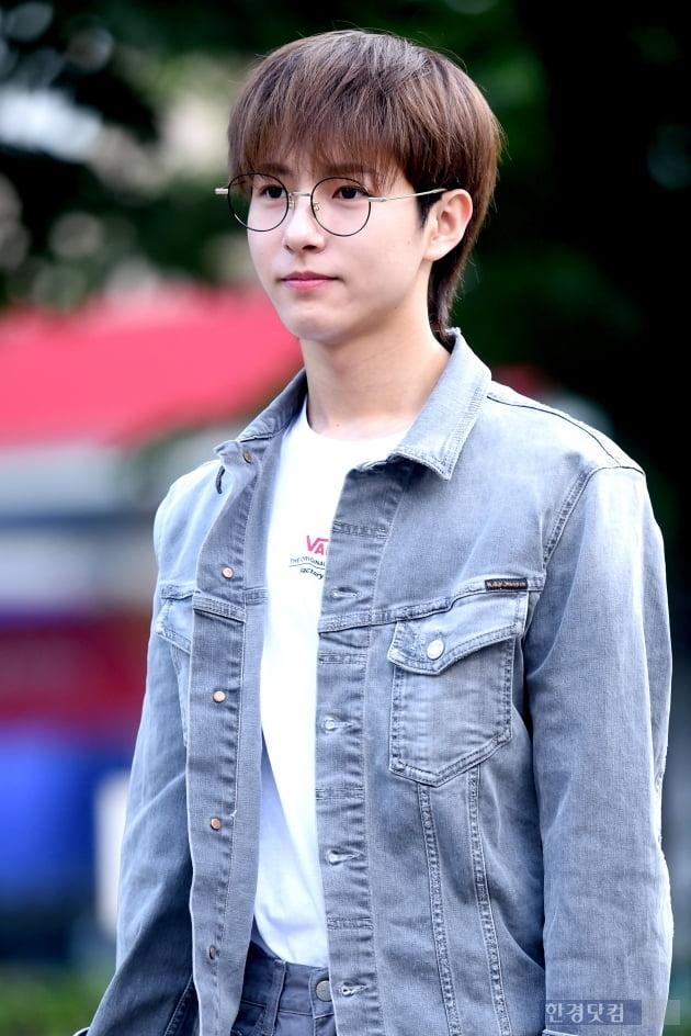 [포토] NCT 드림 런쥔, '안경 쓰고 귀엽게~'