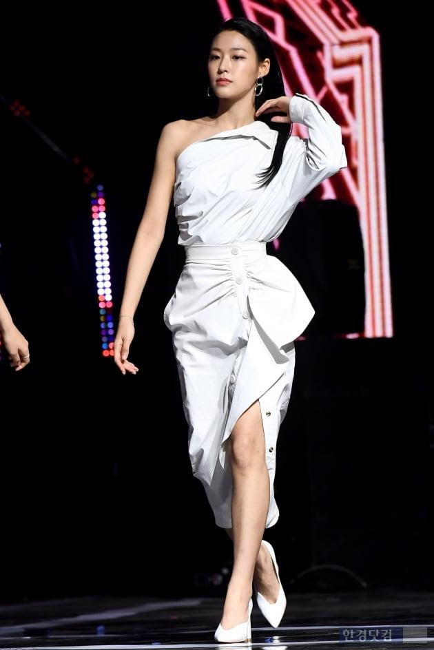 [포토] AOA 설현, '우월한 비율 뽐내며 등장~'