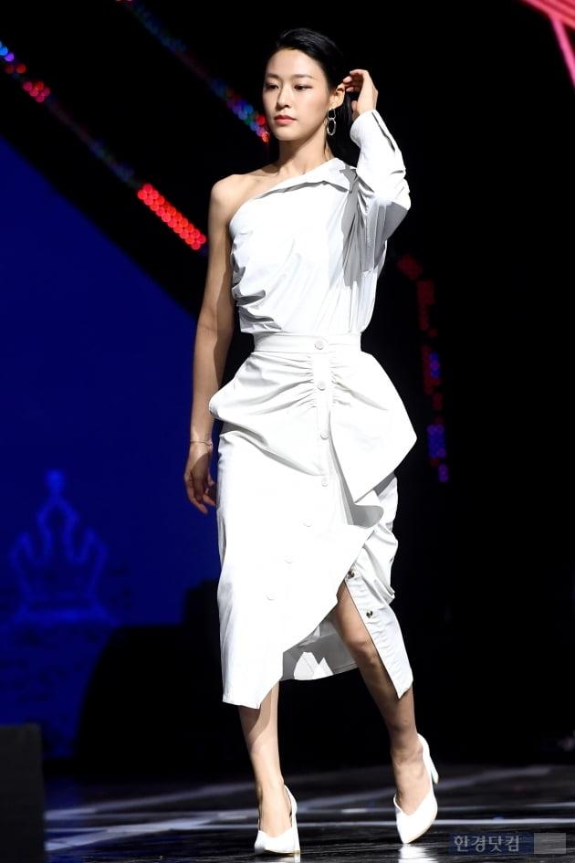 [포토] AOA 설현, '순백의 의상 입고 우아하게~'