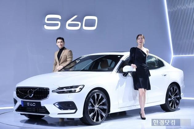 볼보코리아가 27일 서울 신라호텔에서 중형 세단 뉴 S60을 국내 최초로 공개하고 공식 시판에 나섰다. /최혁 한경닷컴 기자 chokob@hankyung.com