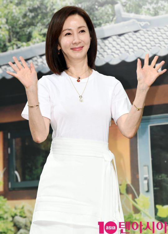 데뷔 36년 만에 '자연스럽게'로 리얼리티 예능에 처음 출연하는 배우 전인화. /조준원 기자 wizard333@