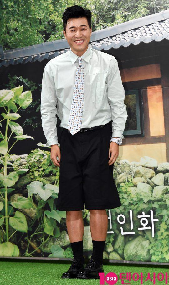 방송인 김종민이 2일 오후 서울 강남구 논현동 임피리얼 팰리스 호텔에서 열린 MBN 신규 예능 프로그램 '자연스럽게' 제작발표회에 참석하고 있다.