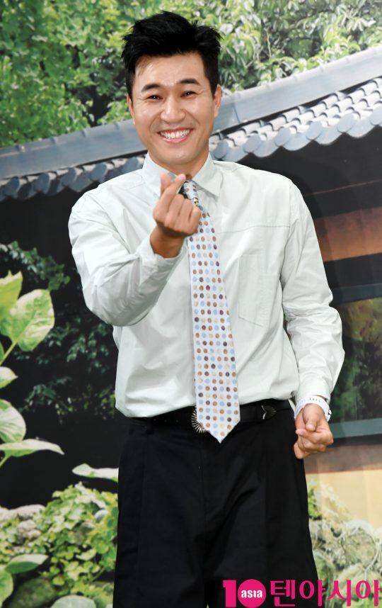 김종민이 2일 오후 서울 강남구 논현동 임피리얼 팰리스 호텔에서 열린 MBN 신규 예능 프로그램 '자연스럽게' 제작발표회에 참석하고 있다.