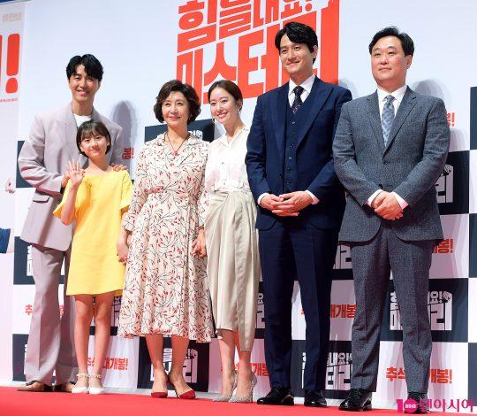 배우 차승원(왼쪽부터), 엄채영, 김혜옥, 전혜빈, 박해준, 이계벽 감독