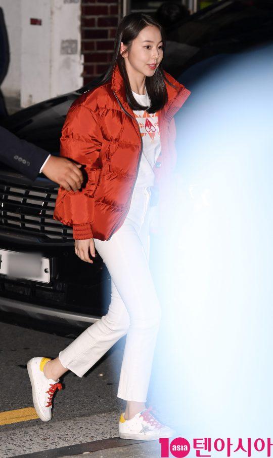 배우 안소희가 7일 오후 서울 신사동 PLACE P에서 열린 캐나다 프리미엄 패딩 브랜드 무스너클 팝업 스토어 오픈 포토월 행사에 참석하고 있다.