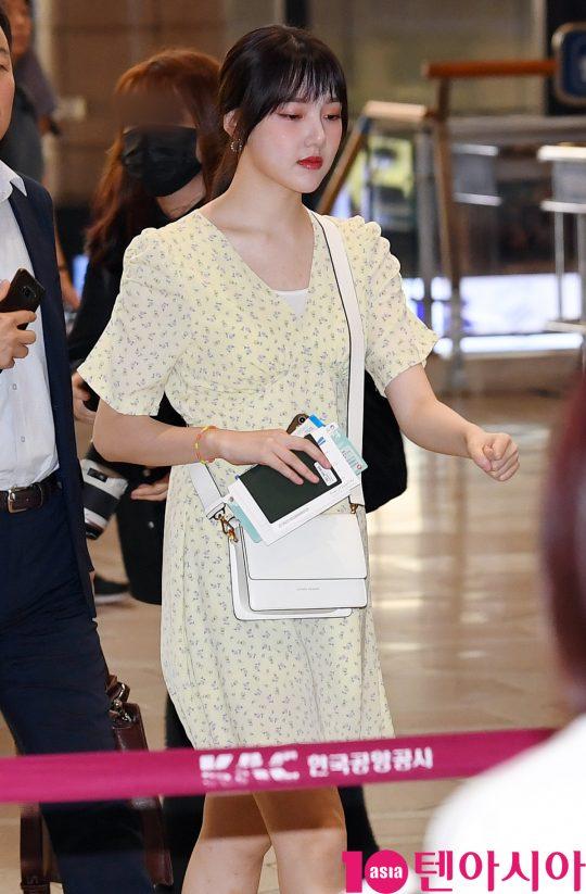 걸그룹 여자친구(소원, 예린, 은하, 유주, 신비, 엄지) 예린이 8일 오전 K-FES2019 공연 참석차 김포국제공항을 통해 일본으로 출국하고 있다.
