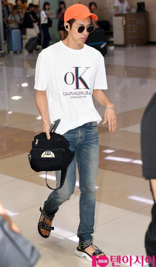 동방신기(TVXQ) 멤버 유노윤호가 6일 오후 'SMTOWN LIVE 2019 IN TOKYO' 공연등을 마치고 김포국제공항을 통해 입국하고 있다.