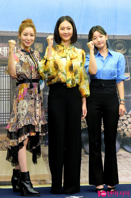 배우 윤세아(왼쪽부터), 염정아, 박소담