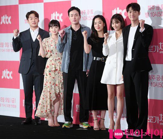 배우 안재홍(왼쪽부터), 천우희, 이병헌 감독, 전여빈, 한지은, 공명
