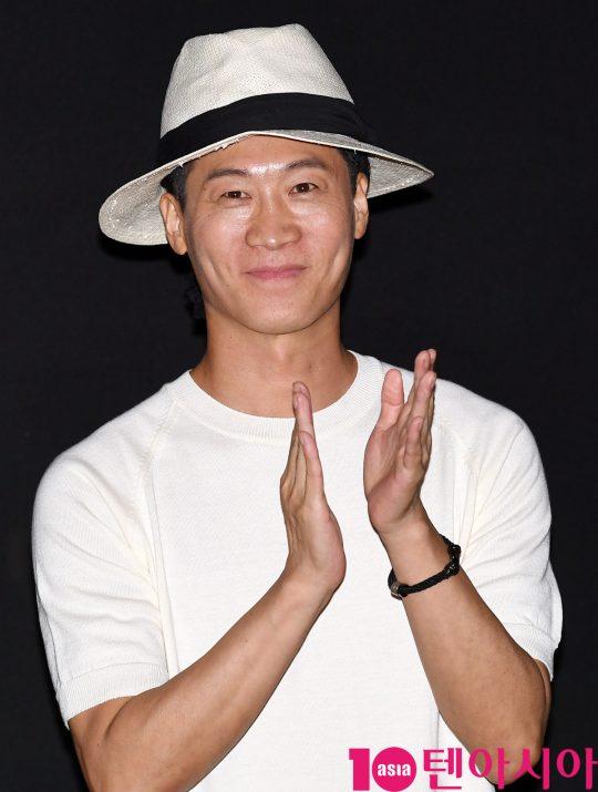 배우 진선규가 8일 오후 서울 강남구 삼성동 메가박스 코엑스에서 열린 영화 '암전' 가족시사회 무대인사에 참석하고 있다.