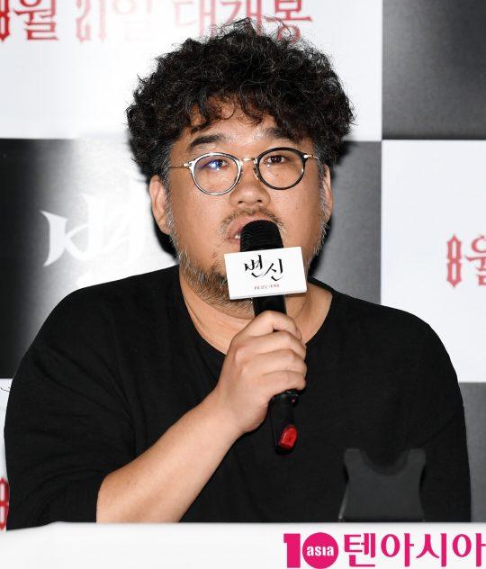 김홍선 감독이 12일 오후 서울 자양동 롯데시네마 건대입구점에서 열린 영화 '변신' 언론시사회에 참석하고 있다.