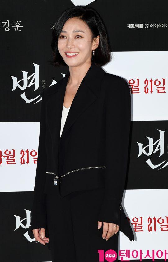 배우 장영남이 12일 오후 서울 자양동 롯데시네마 건대입구점에서 열린 영화 '변신' 언론시사회에 참석하고 있다.