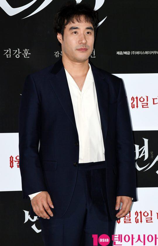 배우 배성우가 12일 오후 서울 자양동 롯데시네마 건대입구점에서 열린 영화 '변신' 언론시사회에 참석하고 있다.