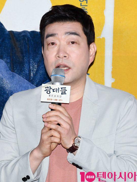 배우 손현주가 13일 오후 서울 한강로 CGV 용산아이파크몰점에서 열린 영화 '광대들:풍문조작단' 언론시사회에 참석했다.