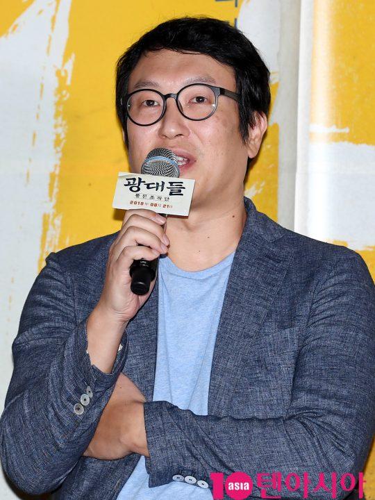 김주호 감독이 13일 오후 서울 한강로3가 CGV 용산아이파크몰점에서 열린 영화 '광대들:풍문조작단' 언론시사회에 참석하고 있다.