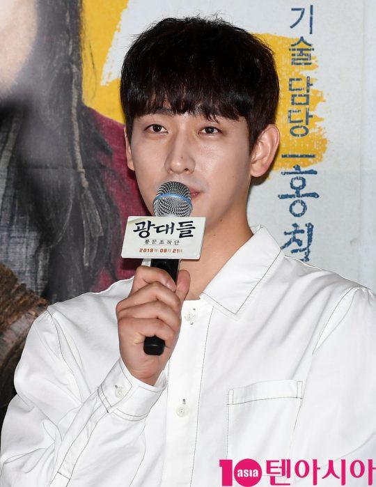 배우 윤박이 13일 오후 서울 한강로3가 CGV 용산아이파크몰점에서 열린 영화 '광대들:풍문조작단' 언론시사회에 참석하고 있다.