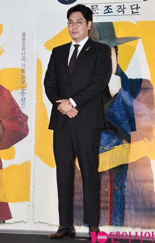 배우 조진웅이 13일 오후 서울 한강로3가 CGV 용산아이파크몰점에서 열린 영화 '광대들:풍문조작단' 언론시사회에 참석하고 있다.