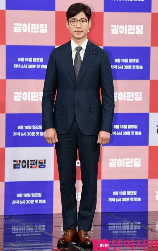 배우 유준상이 14일 오후 서울 상암동 MBC 골든마우스홀에서 열린 MBC 새 예능프로그램 '같이 펀딩' 제작발표회에 참석하고 있다.