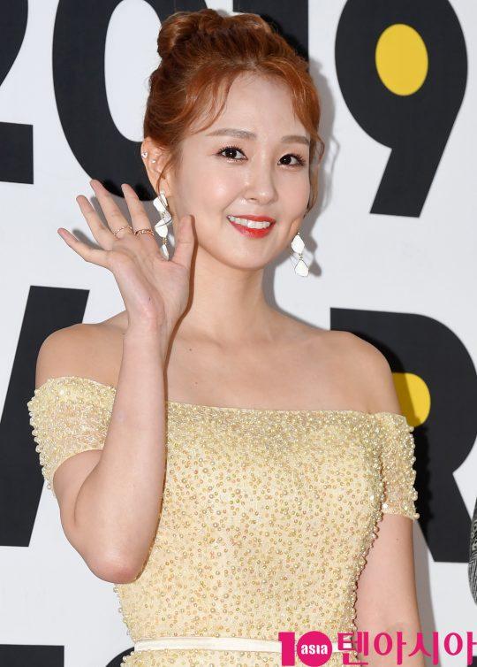 방송인 오정연이 15일 오후 서울 방이동 올림픽공원 체조경기장에서 열린 2019 케이월드 페스타 레드카펫 행사에 참석하고 있다.