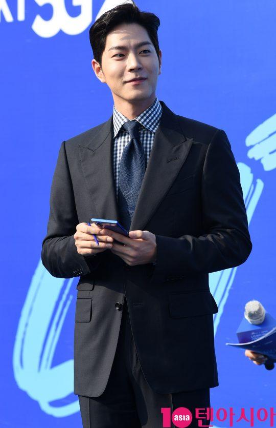 배우 홍종현이 20일 오전 서울 방이동 올림픽공원 내 SK핸드볼경기장에서 열린 SK텔레콤 '노트10 론칭 세리머니' 행사에 참석하고 있다.