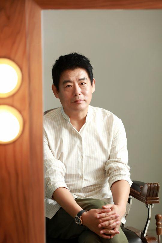 영화 '변신'에서 세 아이가 있는 집의 가장 강구 역을 연기한 배우 성동일./ 사진제공=(주)에이스메이커무비웍스