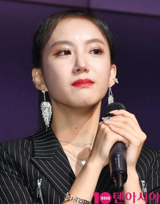 전 스텔라 멤버 소영이 20일 오후 서울 삼성동 슈피겐홀에서 열린 데뷔 디지털 싱글 '숨' 쇼케이스에 참석하고 있다.