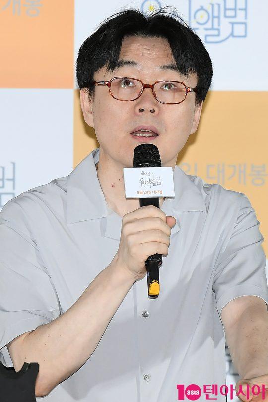 정지우 감독이 20일 오후 서울 CGV 용산아이파크몰에서 열린 영화 '유열의 음악앨범' 언론시사회에 참석해 인사말을 하고 있다.