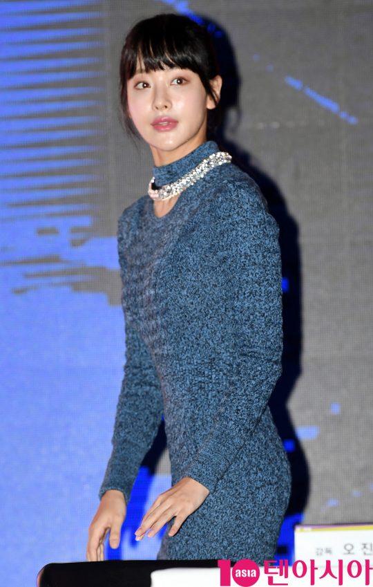 배우 오연서가 22일 오후 서울 삼성동 코엑스에서 열린 MBC 새 수목드라마 '하자 있는 인간들' 제작발표회에 참석하고 있다.