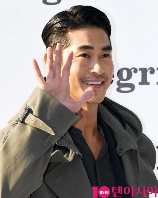 배우 배정남이 22일 오후 서울 신사동 LF 라움이스트에서 열린 알레그리의 포토콜 행사에 참석하고 있다.