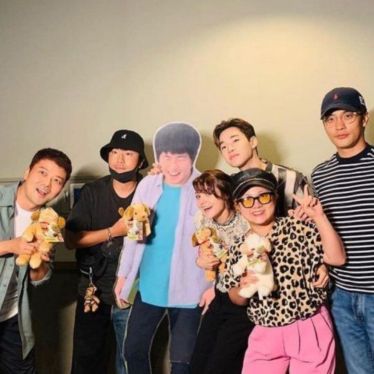 전현무(왼쪽부터), 이시언, 기안84 등신대, 캐서린 프레스콧, 헨리, 박나래, 성훈./ 사진=인스타그램
