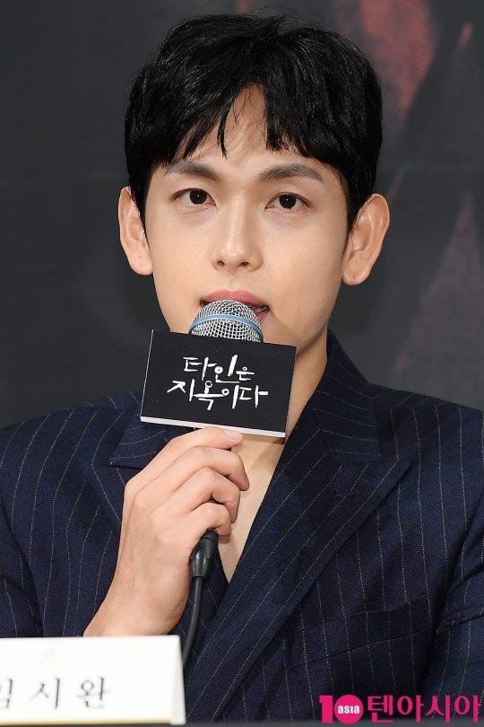배우 임시완이 28일 오후 서울 임피리얼팰리스호텔에서 열린 OCN 드라마 '타인은 지옥이다' 제작발표회에 참석해 인사말을 하고 있다.